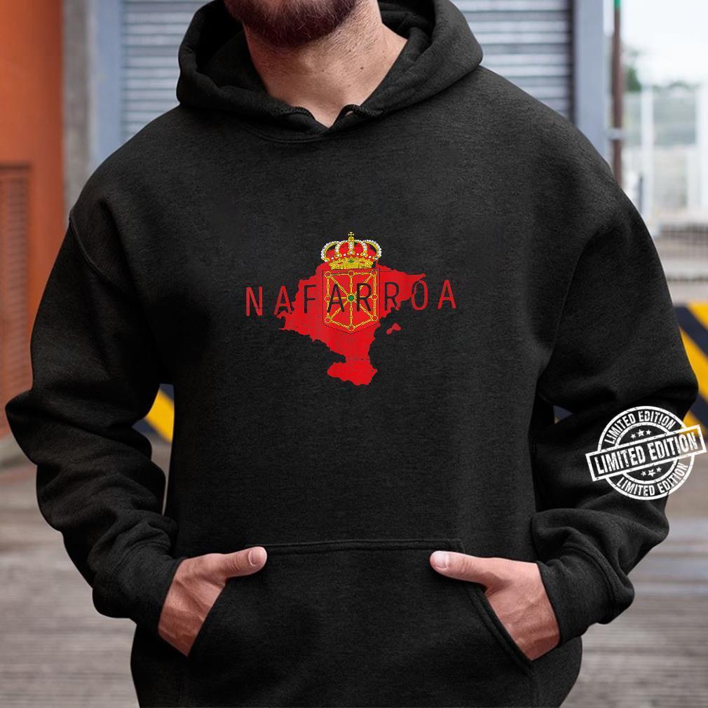 Navarrese Map and Flag Distressed Nafarroa Spain Souvenir Shirt hoodie